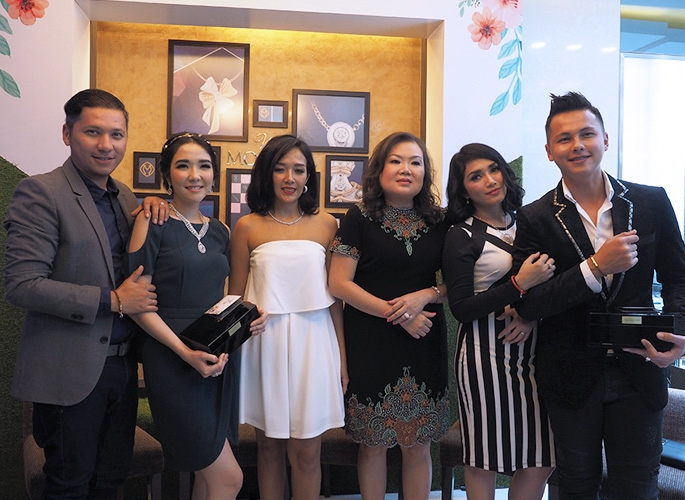 Seri baru miss mondial for Passion jewelry taman anggrek